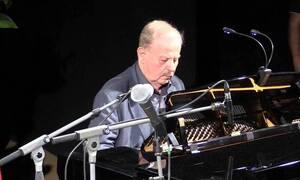 Κηδεία Γιάννη Σπανού: Θρήνος στο «τελευταίο αντίο» στο σπουδαίο μουσικοσυνθέτη