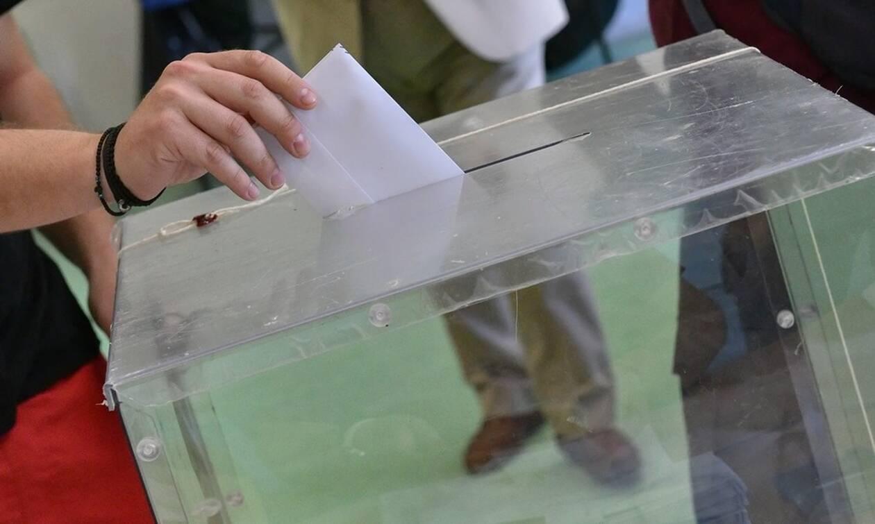 Νέα δημοσκόπηση: Πόσο προηγείται η ΝΔ του ΣΥΡΙΖΑ; Η πρόθεση ψήφου και η έκπληξη με Μητσοτάκη