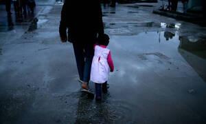 Επεισοδιακή νύχτα στα Γιαννιτσά: «Μπλόκο» κατοίκων σε πρόσφυγες (vids)
