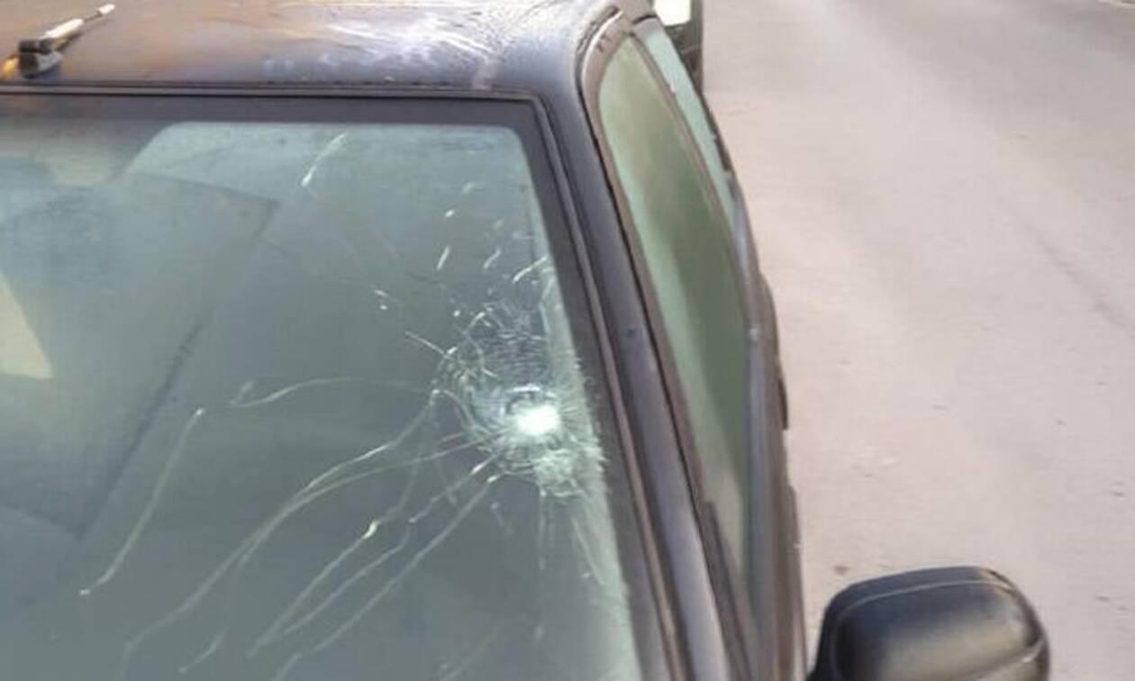 Τρόμος στα Χανιά: Αδέσποτη σφαίρα «καρφώθηκε» σε αυτοκίνητο!