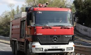 Φωτιά ΤΩΡΑ στις Σπέτσες - Κοντά σε σπίτια οι φλόγες (vids)