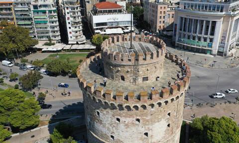 Θεσσαλονίκη: Άγνωστοι βανδάλισαν μνημείο για την απελευθέρωση της πόλης από τους ναζί (pics)