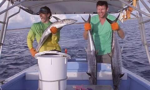 Τρόμος για ψαράδες: Σήκωσαν τεράστιο ψάρι αλλά… Η συνέχεια προκαλεί ΣΟΚ