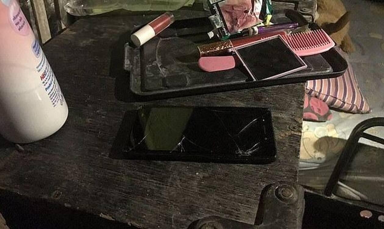 Τραγωδία: Κρατούσε το κινητό της και έπαθε ηλεκτροπληξία - Το λάθος που της κόστισε τη ζωή