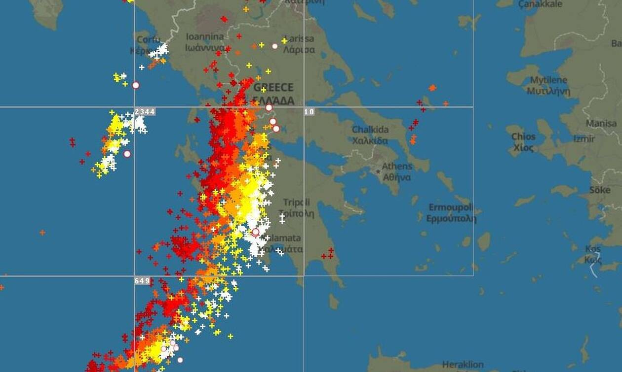 Live: Δείτε λεπτό προς λεπτό την πορεία των καταιγίδων και των ηλεκτρικών εκκενώσεων προς την Αττική