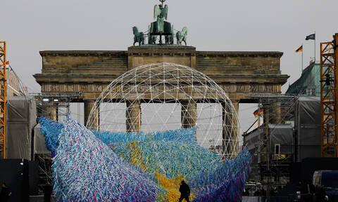 Η Γερμανία τιμά την επέτειο της πτώσης του Τείχους του Βερολίνου (pics&vid)