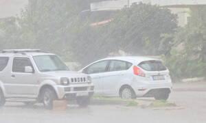 Καιρός ΤΩΡΑ: Ισχυρή καταιγίδα σαρώνει τη Λιβαδειά