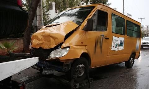 Βούλα: Έτσι έγινε το τροχαίο με το σχολικό – Ώρες αγωνίας για τα τραυματισμένα παιδιά (pics)