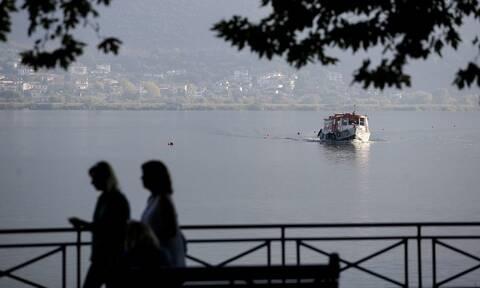 Ιωάννινα: Δείτε τι βρήκαν οι Αστυνομικοί σε σάκο δίπλα στη λίμνη - Απίστευτες εικόνες