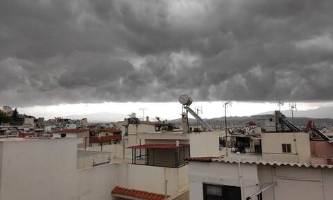 Shelf cloud: To γιγάντιο σύννεφο που «κατάπιε» την Αττική - 7.000 κεραυνοί μέσα σε λίγες ώρες (pics)