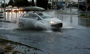 Οδήγηση στη βροχή: Τι πρέπει να προσέχουν οι οδηγοί