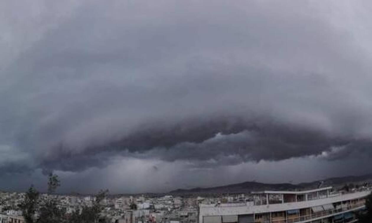 «Σάρωσε» η κακοκαιρία: 8.350 κεραυνοί έκαναν τη νύχτα μέρα – Shelf cloud «κατάπιε» την Αττική