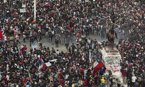 Χιλή: Ο ισχυρός σεισμός προκάλεσε πανικό στους διαδηλωτές (pics+vid)