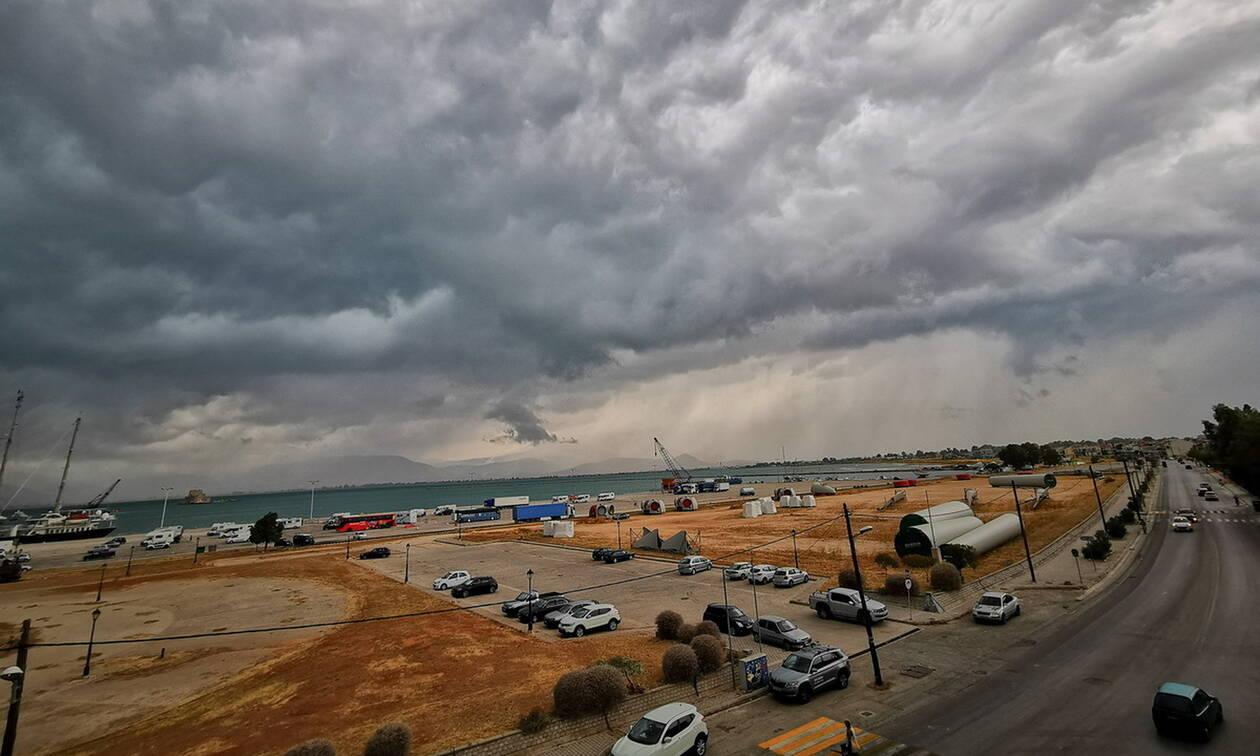 Καιρός τώρα: Με νοτιάδες και άνοδο της θερμοκρασίας η Τρίτη - Πού και πότε θα βρέξει (pics)