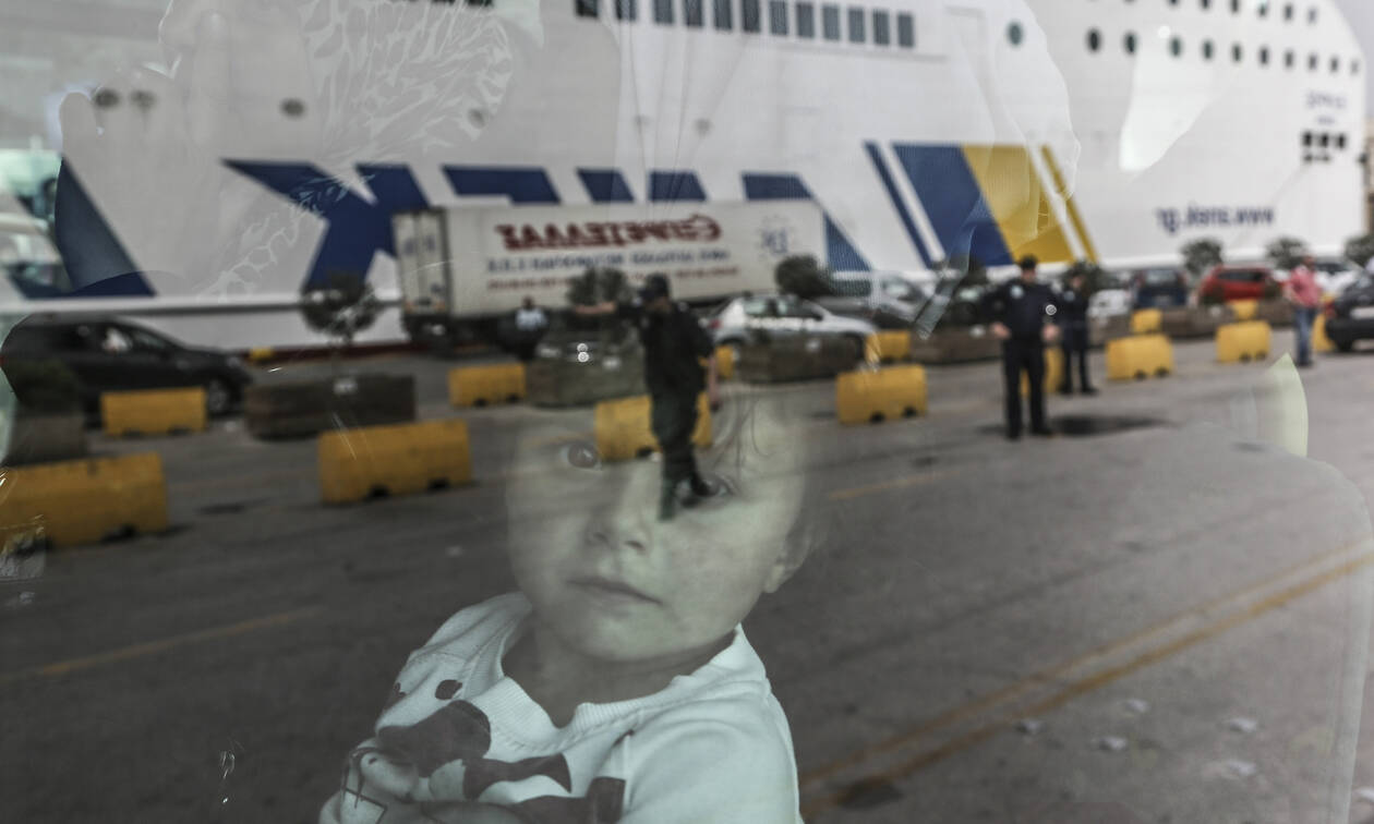 More refugees and migrants from Mytilene and Kalymnos to Piraeus port