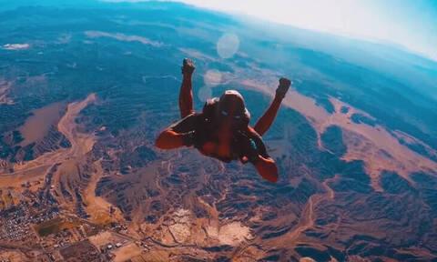 Συγκλονιστικό βίντεο: Ο... Deadpool πήδηξε από τα 3.600 μέτρα