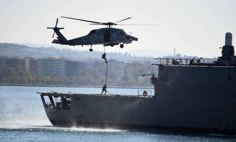 Καρέ - καρέ η κινηματογραφική αεροδιακομιδή ασθενούς από ρωσικό πλοίο στη Σούδα (vid)