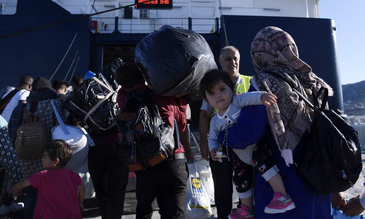 Στον Πειραιά το «Νήσος Σάμος» με 75 πρόσφυγες και μετανάστες από τη Μυτιλήνη