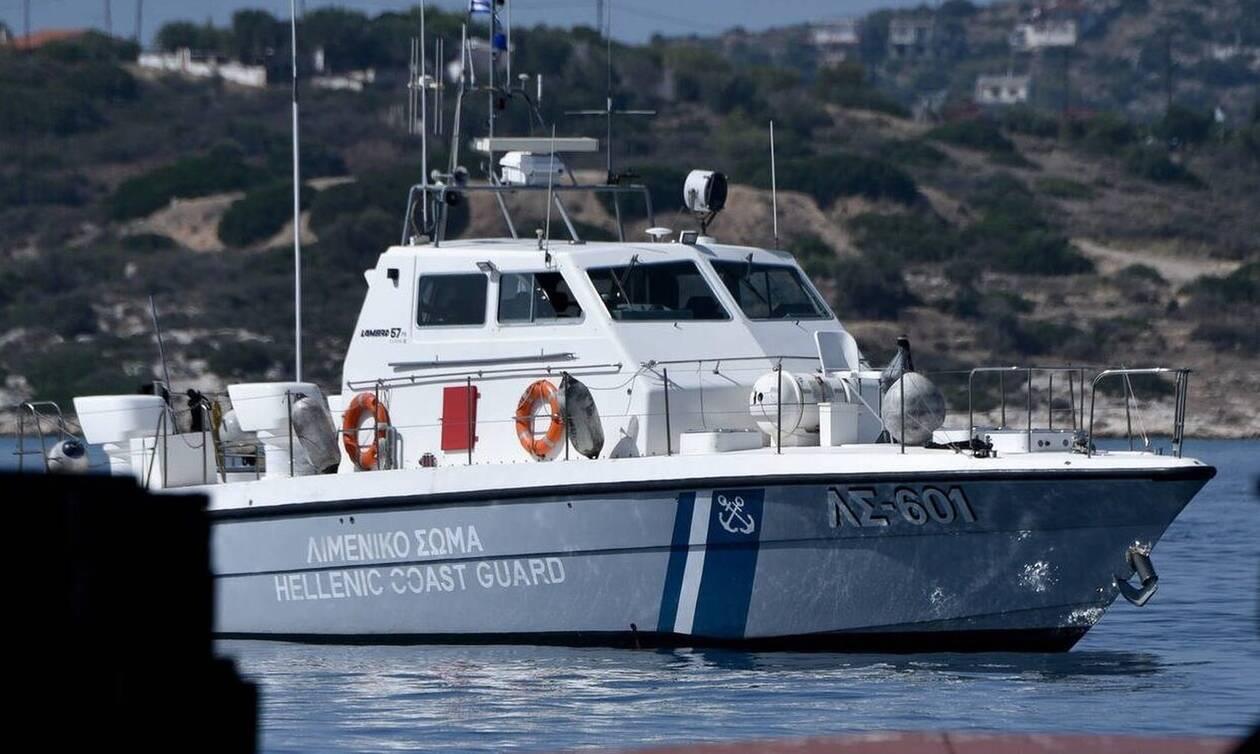 Γαύδος: Κινδύνευσε ασθενής σε πλοίο - Βίντεο από  την μεταφορά με ελικόπτερο του ΠΝ (vid)