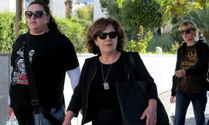 Απολογία Μιχαλολιάκου: Αποδοκίμασαν οι συγγενείς του Παύλου Φύσσα – «Σκυλί» φώναξε η μητέρα του