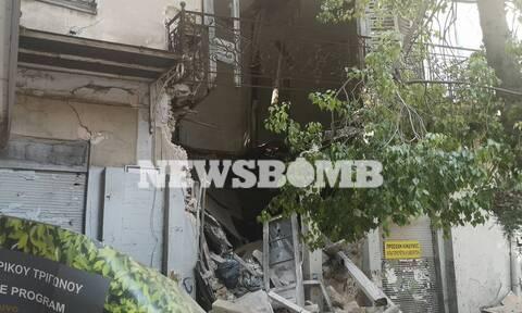 Συναγερμός στο κέντρο της Αθήνας: Κατέρρευσε κτήριο στην Αιόλου (pics)
