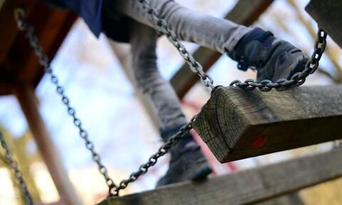 Φρίκη: Σατανική γιαγιά είχε φυλακίσει το 13χρονο εγγόνι της σε κλουβί σκύλου