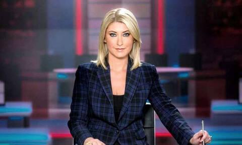 Θα πάθετε πλάκα! Η Σία Κοσιώνη εμφανίστηκε στο δελτίο ειδήσεων του ΣΚΑΙ με... κοντό μαλλί