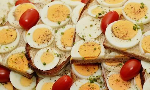 Έφαγε 42 αυγά για στοίχημα - Σοκάρει η συνέχεια (pics)