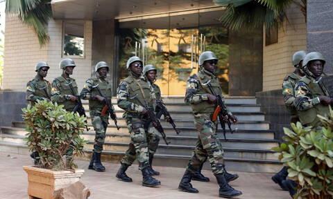 Μακελειό στη Μπουρκίνα Φάσο: Δεκάδες νεκροί από επίθεση ενόπλων σε καναδικό χρυσωρυχείο