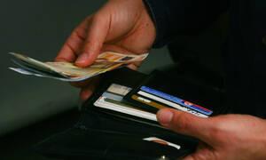 Φοροελαφρύνσεις για όλους με ... αντάλλαγμα περισσότερο «πλαστικό» χρήμα