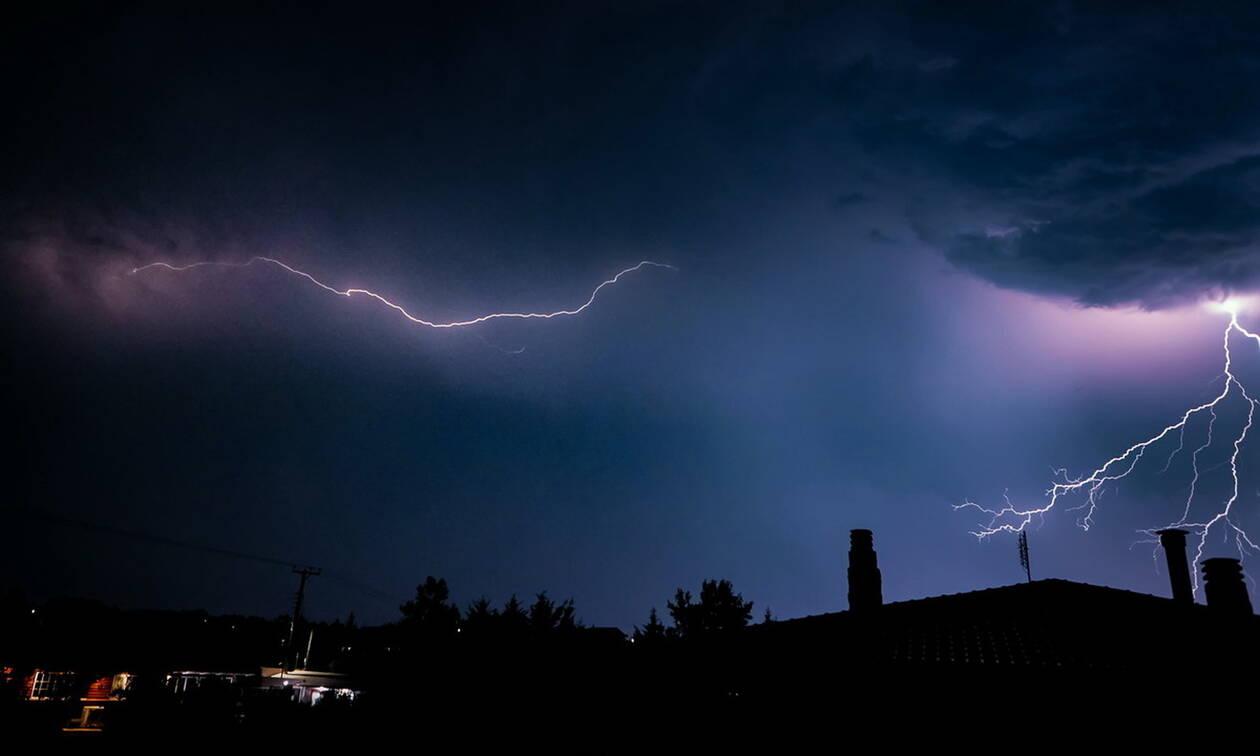 Καιρός: Σφοδρή καταιγίδα ΤΩΡΑ στην Αθήνα