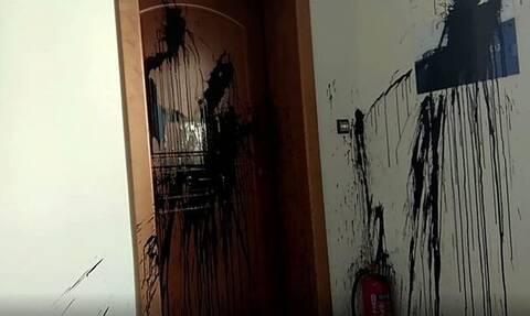 «Χτύπημα» του Ρουβίκωνα στο πολιτικό γραφείο της Νίκης Κεραμέως