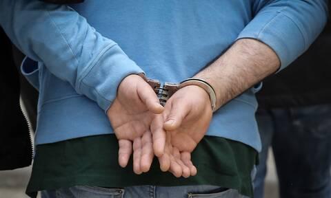 Απίστευτο: Συνελήφθη επ' αυτοφώρω διαρρήκτης αυτοκινήτων ετών...73!
