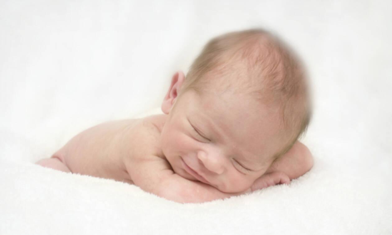 Μωράκια κοιμούνται και μοιάζουν με πραγματικά αγγελούδια (pics)