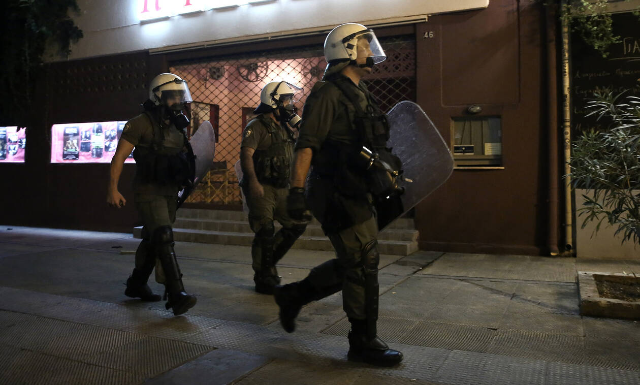 Three police officers injured when attacked by group of people in Exarchia