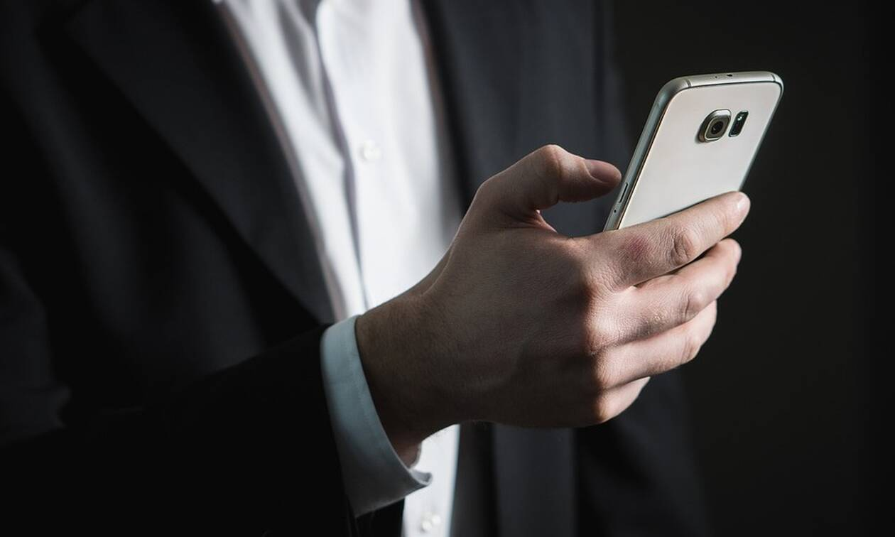 Μηνύματα από... νεκρούς και πρώην σε χιλιάδες κινητά (pics)