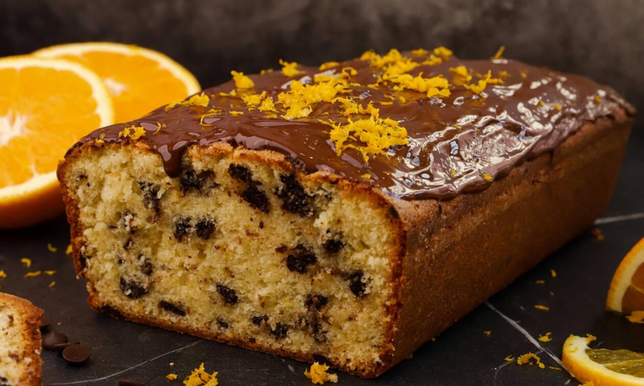 Η συνταγή της ημέρας: Κέικ πορτοκαλιού με δάκρυα σοκολάτας