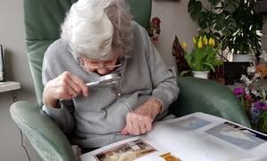 «Έριξε» το διαδίκτυο η γιαγιά: Το τρελό κόλπο στην κουζίνα που θα σας αφήσει άφωνους