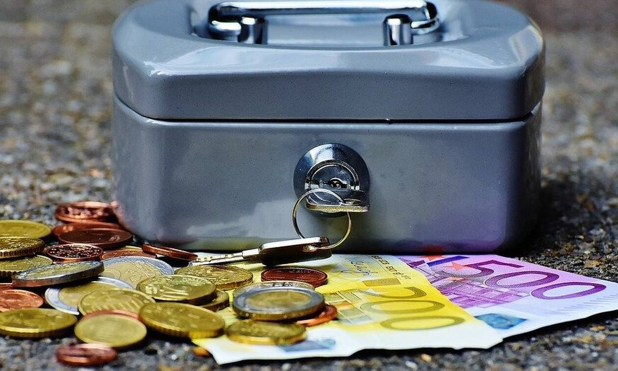 ΟΠΕΚΑ: Πότε θα δοθεί το επίδομα 300 - 600 ευρώ