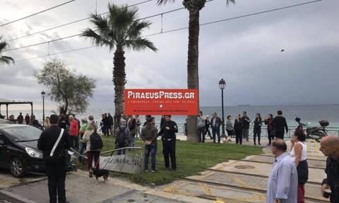 Συναγερμός στην Παραλιακή: Αυτοκίνητο έπεσε σε στάση λεωφορείου
