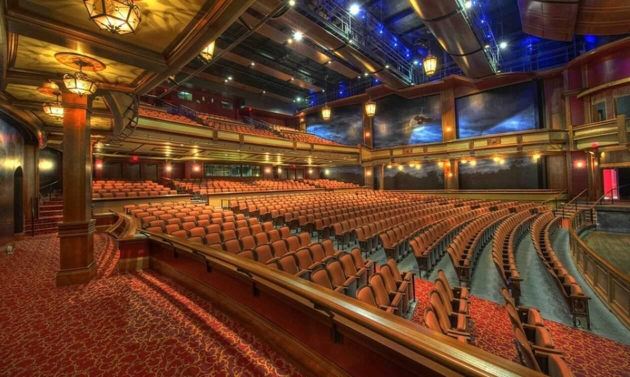 Τρόμος σε θέατρο: Η σκηνή «κατάπιε» χορευτές (pics)