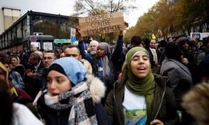 Γαλλία: Χιλιάδες άνθρωποι στους δρόμους του Παρισιού για να καταδικάσουν την ισλαμοφοβία