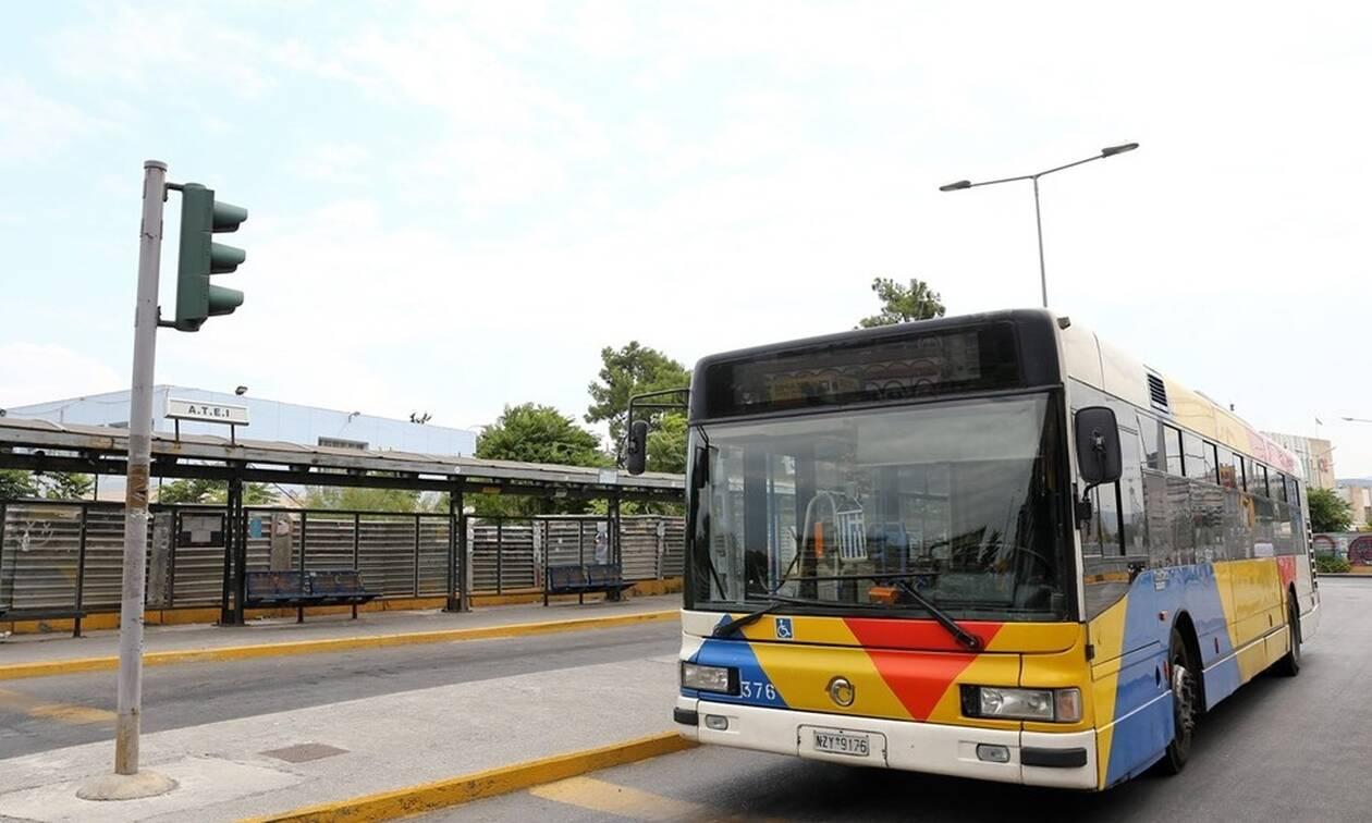Απίστευτες εικόνες στη Θεσσαλονίκη: Νεαροί κρέμονται σε λεωφορείο (vid)