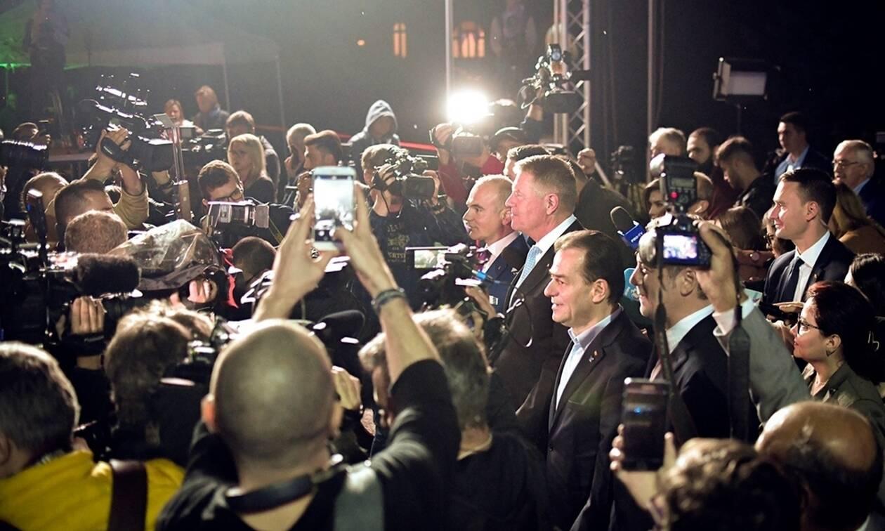 Ρουμανία-προεδρικές εκλογές: Ο φιλοευρωπαίος Κλάους Γιοχάνις επικρατεί στον πρώτο γύρο