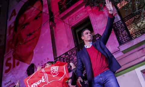 Ισπανία: Ο Σάντσεθ καλεί όλα τα κόμματα, πλην Vox, για να αρθεί το πολιτικό αδιέξοδο