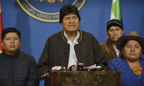 Βολιβία: Το Μεξικό προσφέρει άσυλο στον Έβο Μοράλες - Υπηρεσιακή πρόεδρος η Τζανίνε Άνιες