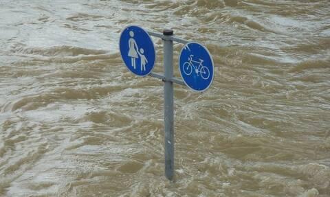 «Πνίγηκε» η Κρήτη: Εγκλωβισμένοι, πλημμυρισμένα σπίτια και ζημιές