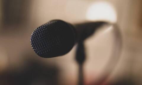 Πασίγνωστος Έλληνας τραγουδιστής αποκάλυψε on air ότι έχει κάνει πλαστική – Δείτε πού