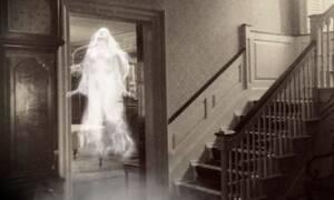 Κάμερα ασφαλείας: Ανατριχιάζει η σκιά που εμφανίζεται δίπλα στην ξύλινη πόρτα! (vid)