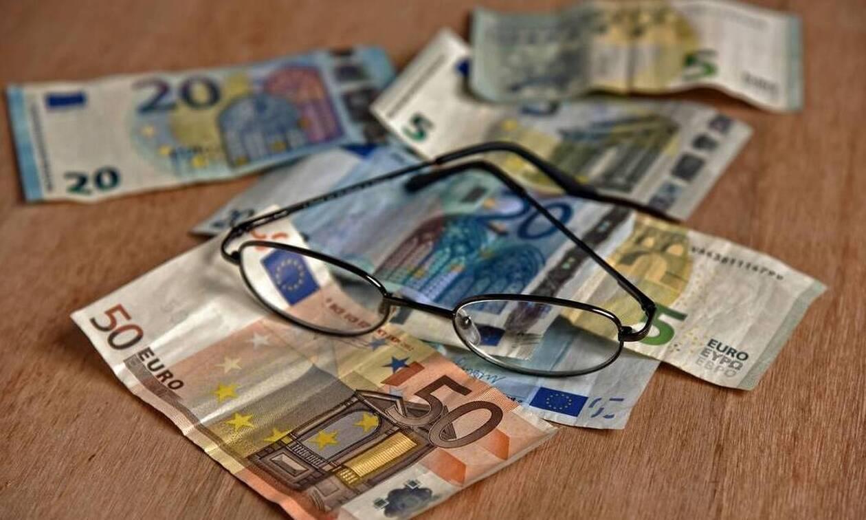 «Βόμβα»: «Έκλεψαν» έως 300 ευρώ το μήνα από τις επικουρικές συνταξιούχων